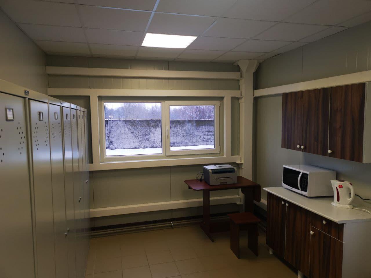 раздевалка и кухня в здании котельной в Давид-городок